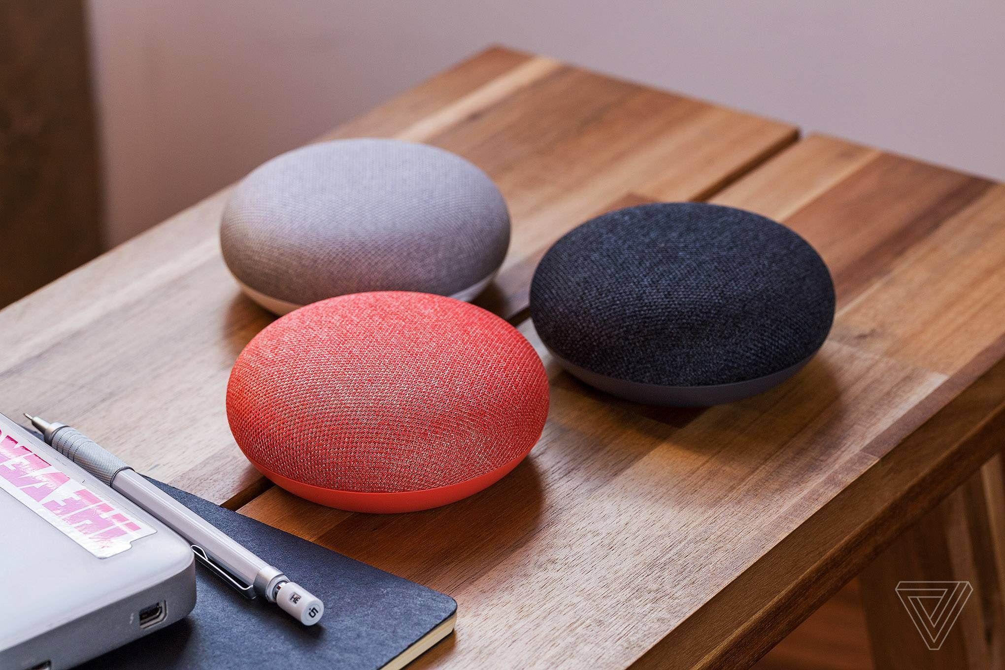 Google Home mini sur table
